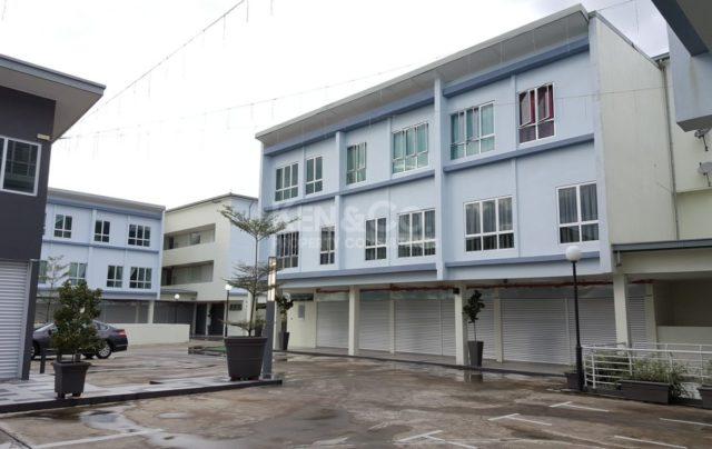 1st floor shops